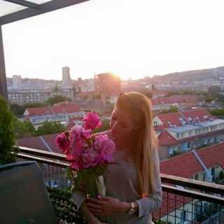 LuciaKa avatar