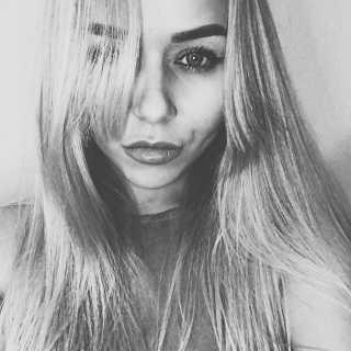 AnyaTins avatar