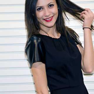AdelaEne avatar