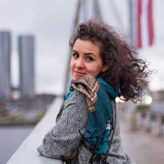 NadineKhamani avatar
