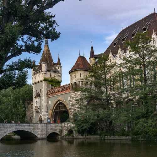 Купить замок в венгрии дюкс дубай отзывы