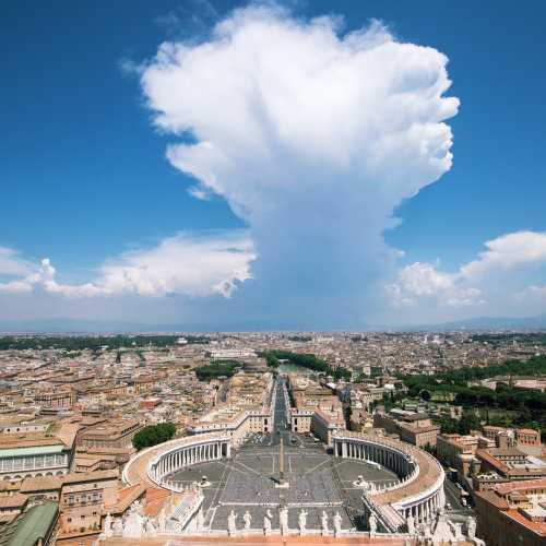 Вид на Рим с верхушки собора Святого Петра.