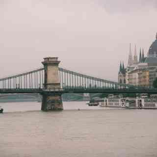 Туманный Дунай и Венгерский парламент.