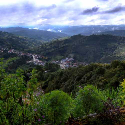 Вид на долину из деревушки Мае Салонг.