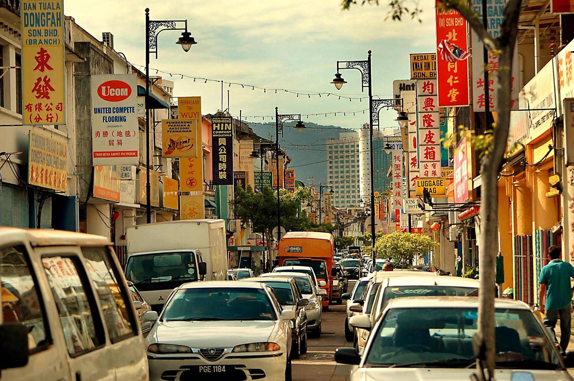Обычная улочка Джорджтауна на острове Пенанг.