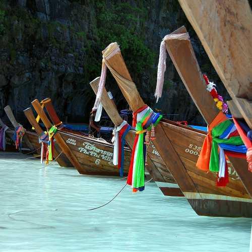 Традиционные длинноносые лодки южного Таиланда.