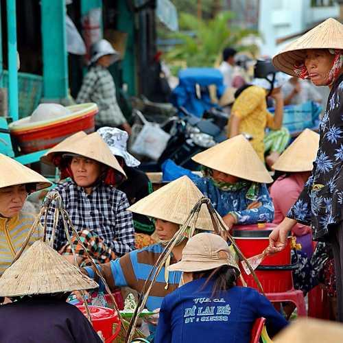 Рыбный рынок во вьетнамской деревушке Фантьет.