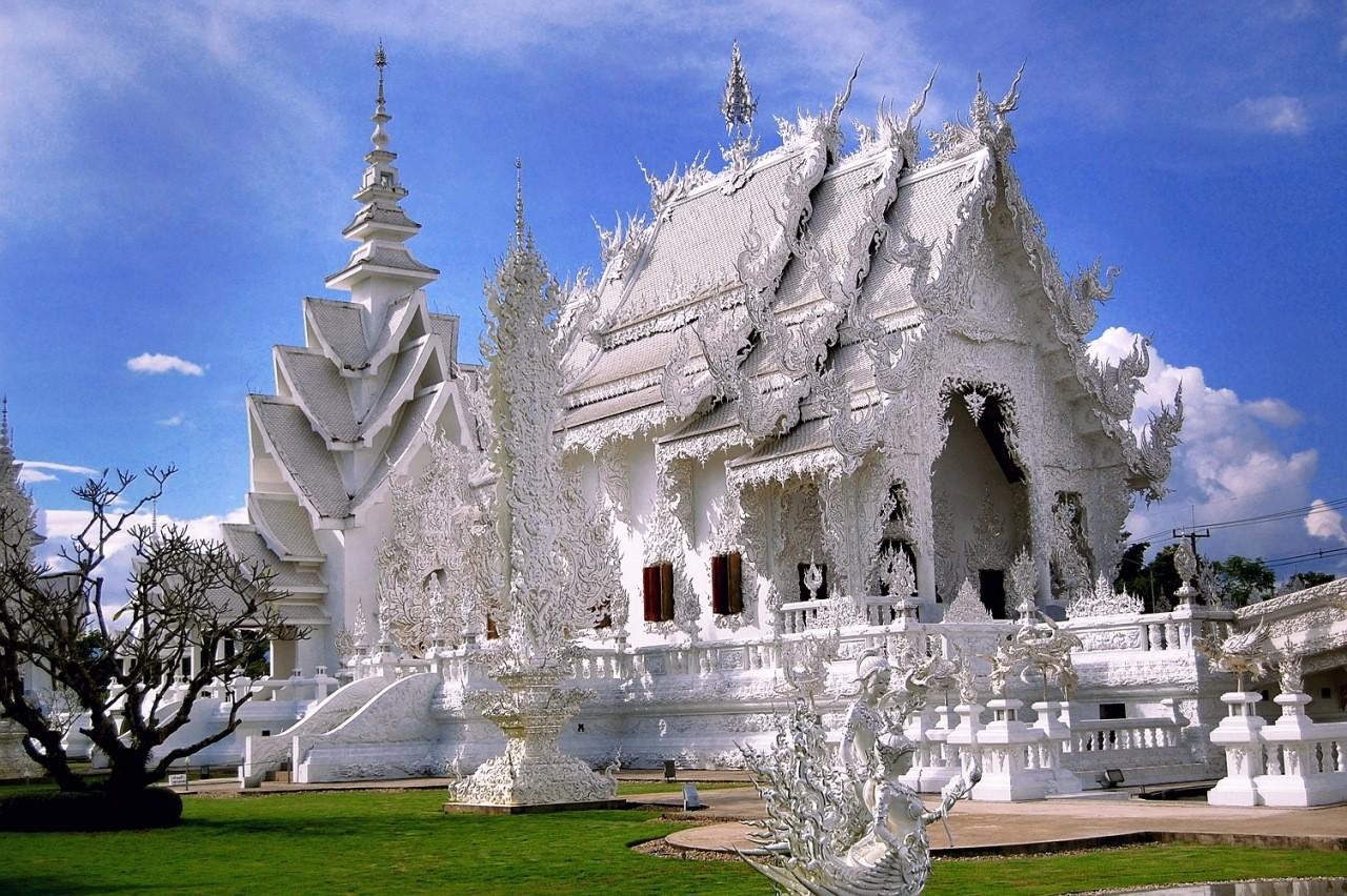Знаменитый Белый храм в Чианграе.