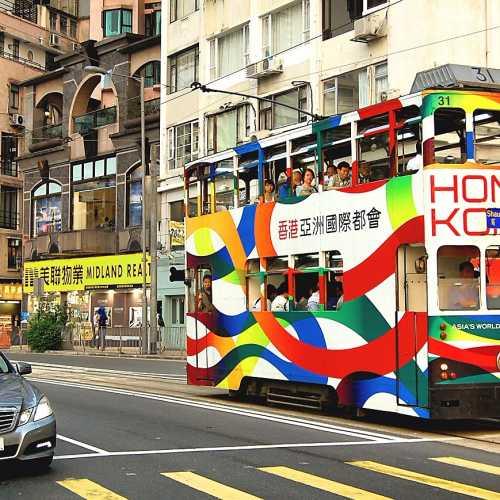 Одна из главных достопримечательностей Гонконга — двухъэтажный трамвайчик!