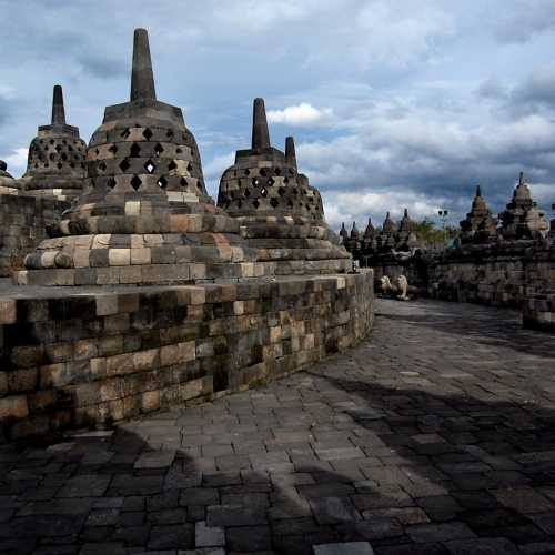 Самый большой буддийский храм в мире — Боробудур.