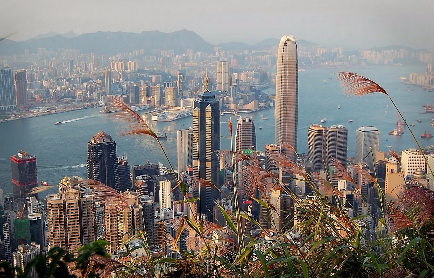 Вид на Гонконг с вершины пика Виктория.