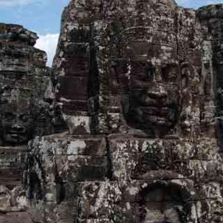 Загадочные лица храма Байон в Камбодже.