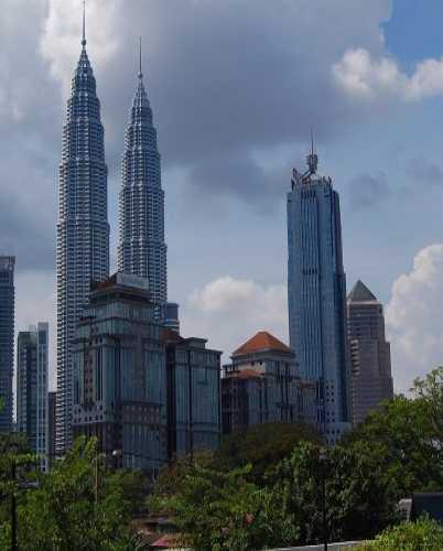 Нельзя так просто приехать в Куала Лумпур и не сфотографировать эти башни!