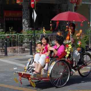 Счастливые малайские лица.