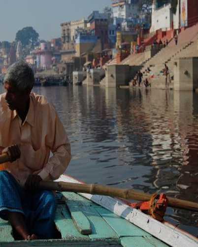 Наш милый лодочник на Ганге в Варанаси.