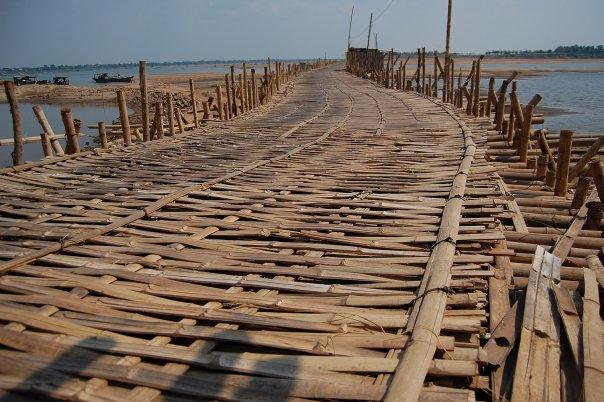 Вдали от туристической суеты — маленький камбоджийский городок Кампонгчам.