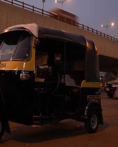 Рикша — не роскошь, а главное индийское средство передвижения!