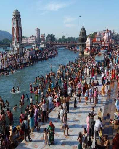 Ритуальные купания в Ганге в индийском городе Харидвар.