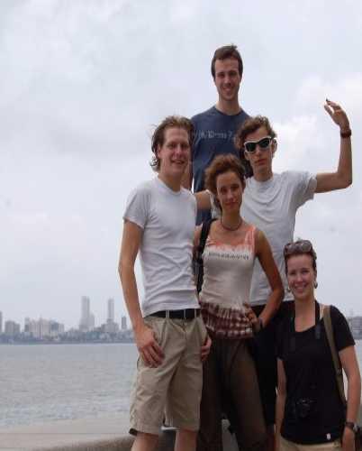 Мы на набережной в Мумбае.