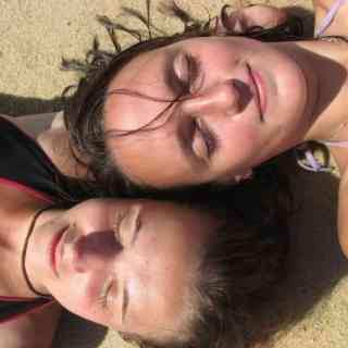 Отмокаем на пенангском плаже в Бату Ферринги.