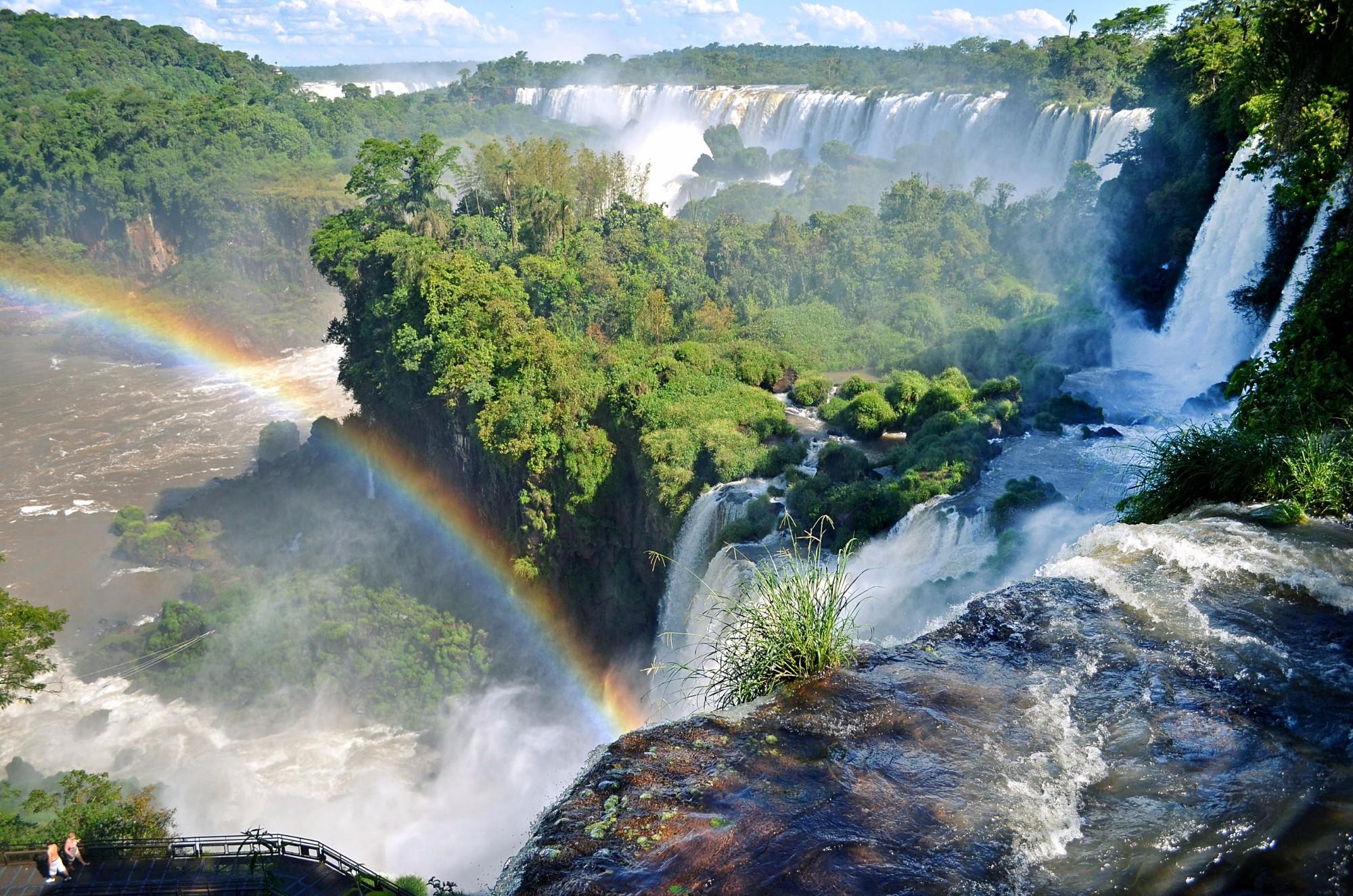 И снова водопады Игуасу — на этот раз с аргентинской стороны! С брызгами, солнцем и радугами!