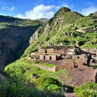 Один из древних городов инков — Писак, недалеко от Ойянтайтамбо.