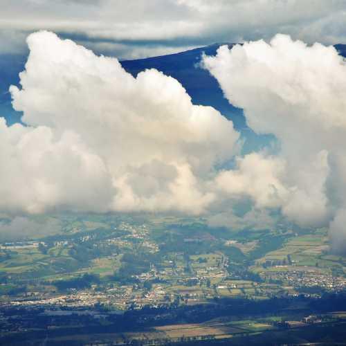 Облака над столицей Эквадора — Кито.