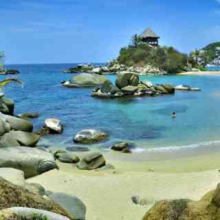 Волшебные пляжи национального парка Тайрона на севере Колумбии.