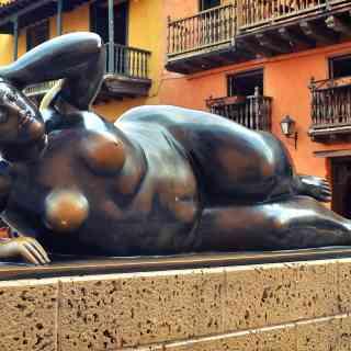 Скульптура Ботеро в центре колумбийского города Картахена.