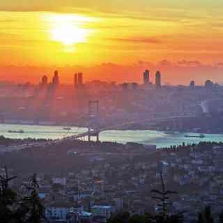 Закатный вид на Стамбул с азиатской стороны.
