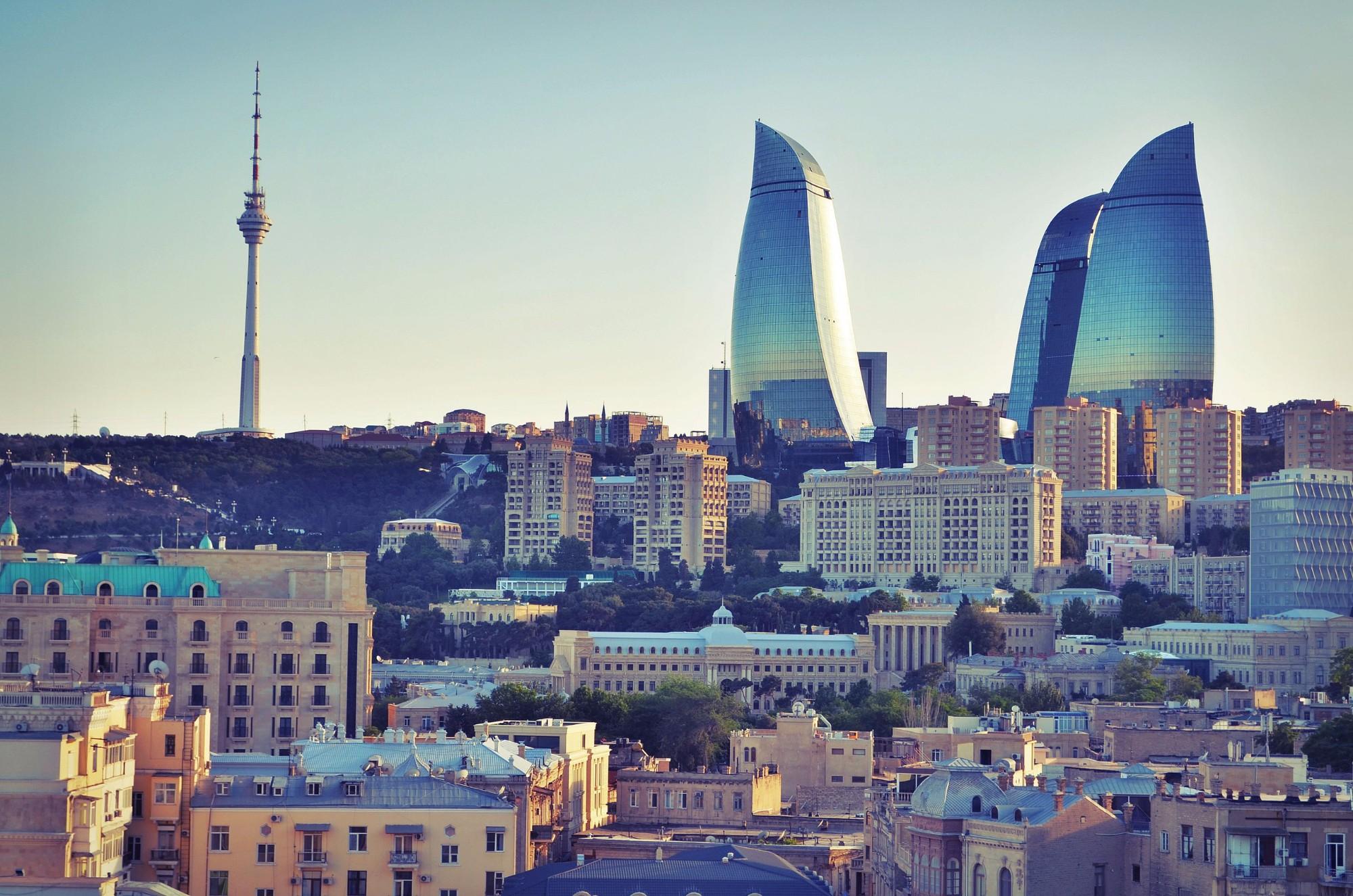 Стекло и бетон современного Баку.