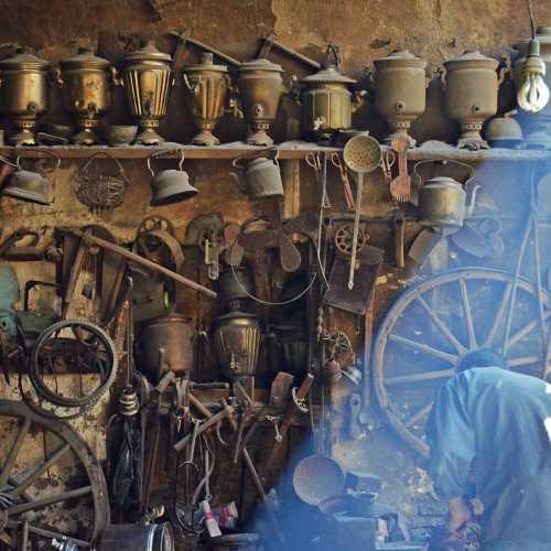 Домик обитателя деревни железных мастеров Лагич.