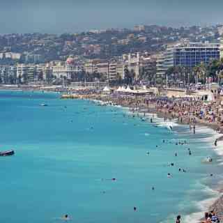 Городской пляж Ниццы.