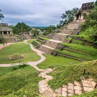 Паленке — удивительный древний город майя в джунглях. Лучшее место для того, чтобы почувствовать себя Индианой Джонсом.