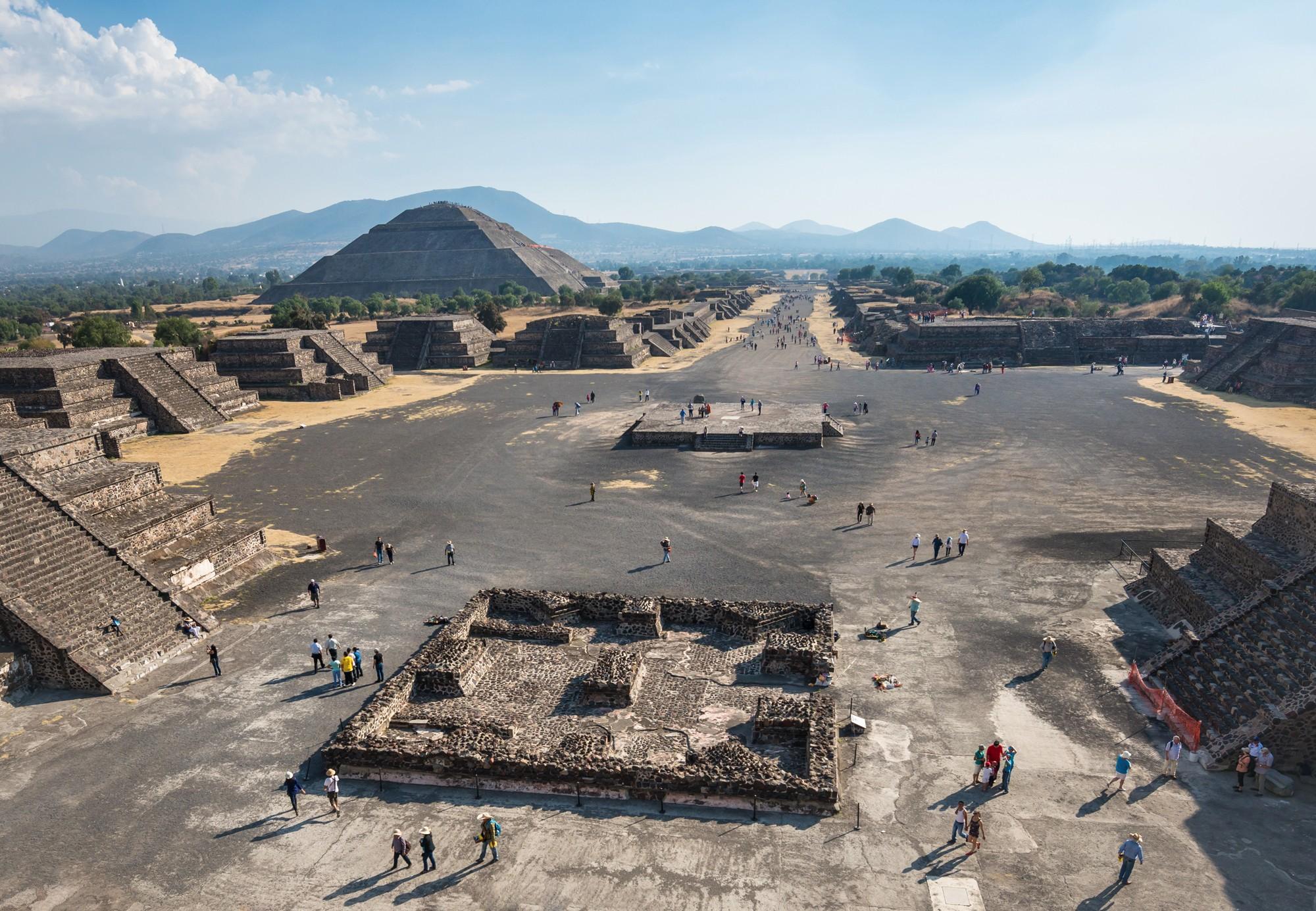 Древний город ацтеков Теотиуакан на закате.