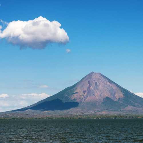 Остров Ометепе на одноименном озере в Никарагуа и вулкан Консепсьон, на который мы таки умудрились заползти!
