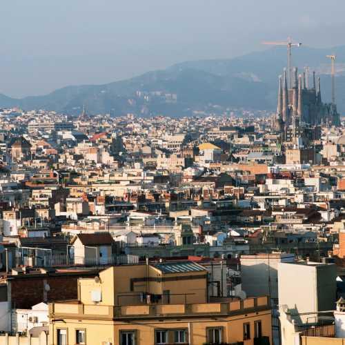 Вид Барселоны с холма Монжуик.