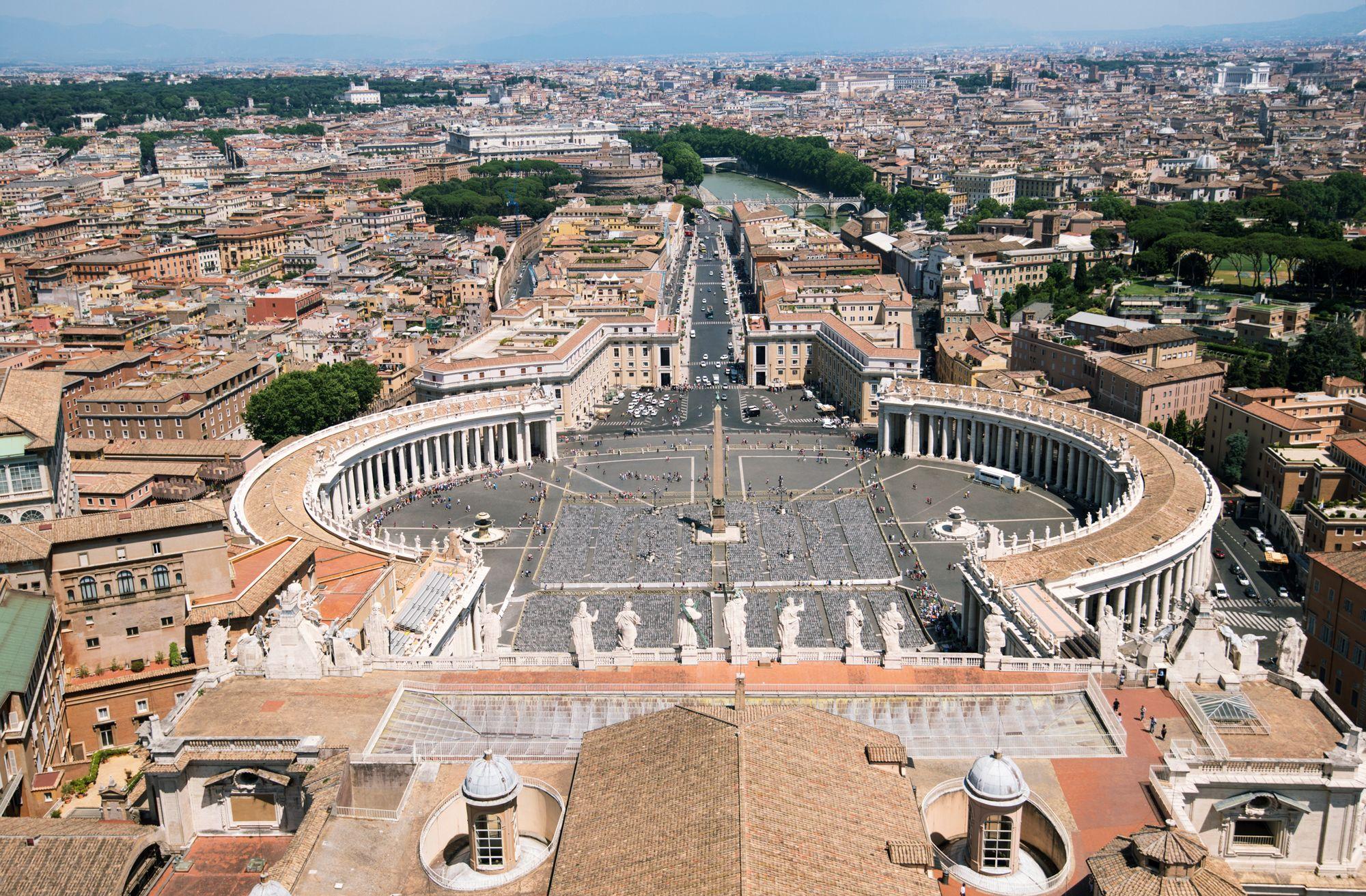 Площадь Святого Петра в Ватикане.