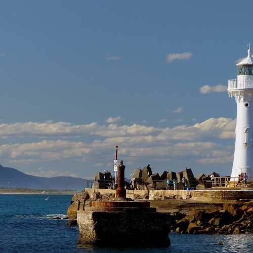 By Bernard Spragg. NZ from Christchurch, New Zealand - Wollongong Breakwater Lighthouse, CC0, https://commons.wikimedia.org/w/index.php?curid=54995203