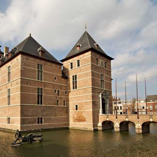 By Ricardo Liberato - Kasteel van de Hertogen van Brabant, CC BY-SA 2.0, https://commons.wikimedia.org/w/index.php?curid=3610347