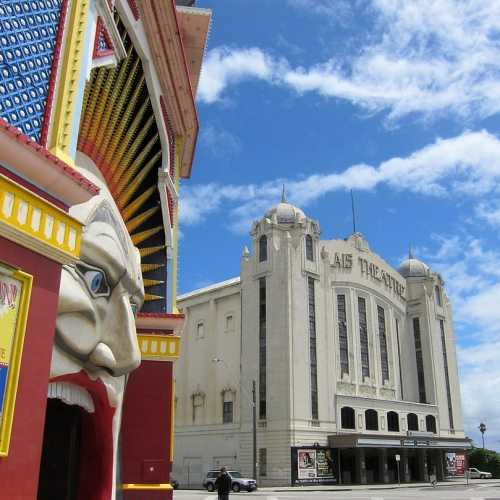 By Mike from Vancouver, Canada - Luna Park 01, CC BY-SA 2.0, https://commons.wikimedia.org/w/index.php?curid=95655549