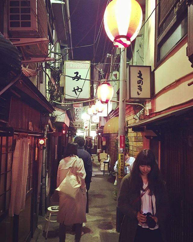 The magic of the city center in Tokyo. Like the feeling of the village with the pretty Japanese girls and boys.