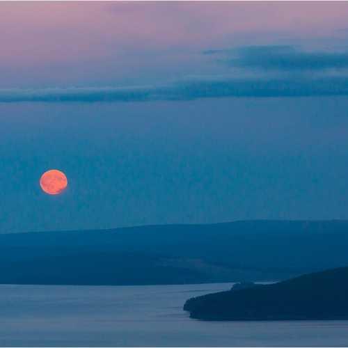 Полная луна над озером Хубсугул