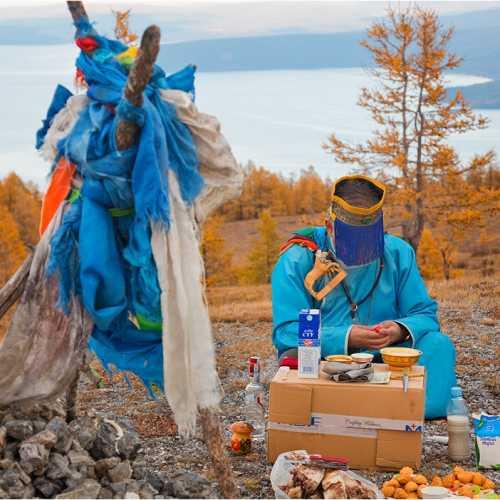 Монгольский шаман совершает обряд