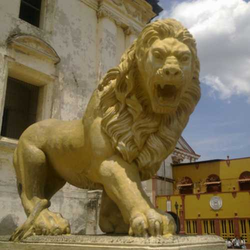 Leon, Nicaragua /// Between the two cities:<br/> Ukrainian Lviv and Nicaraguan Leon<br/> similar is a lot of lions monuments (!)