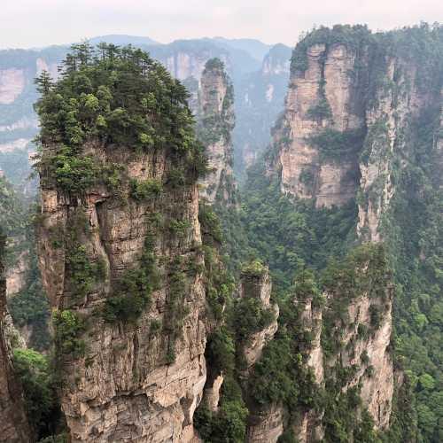Горы в национальном парке Чжандзядзе