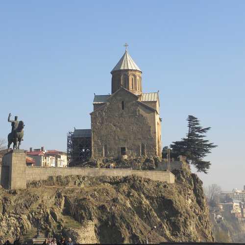 Тбилиси. Храм Метехи и памятник Вахтангу Горгасали — основателю города