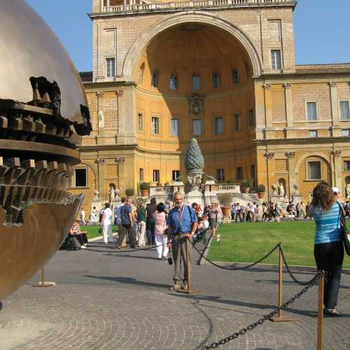 Музей Ватикана. Двор Еловой шишки