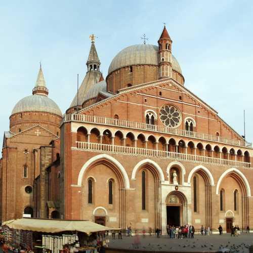 Базилика святого Антония Падуанского, Italy