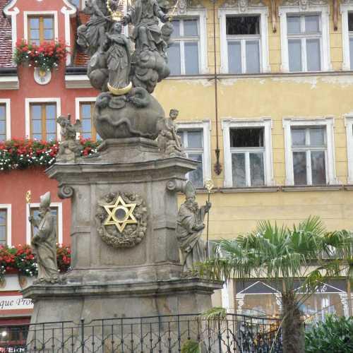 Чумная колона в Карловых Варах, Czech Republic